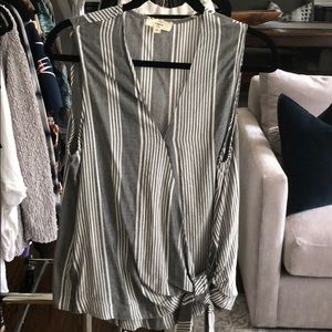 ❤️ Gray and Cream Striped Sleeveless Blouse